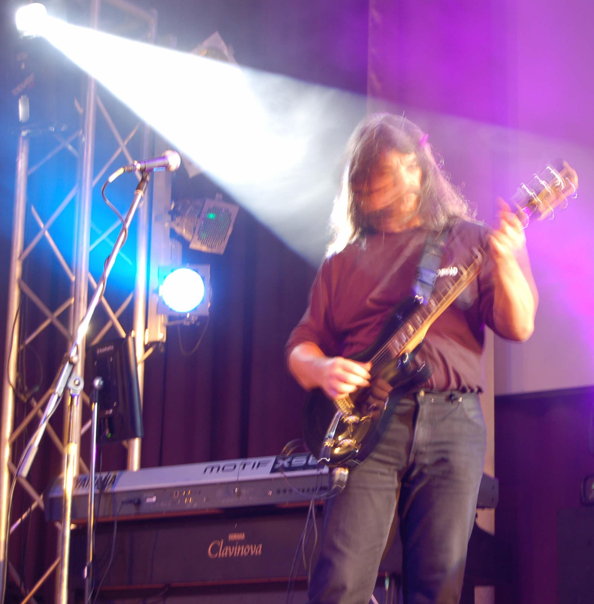 Dudás János, guitars