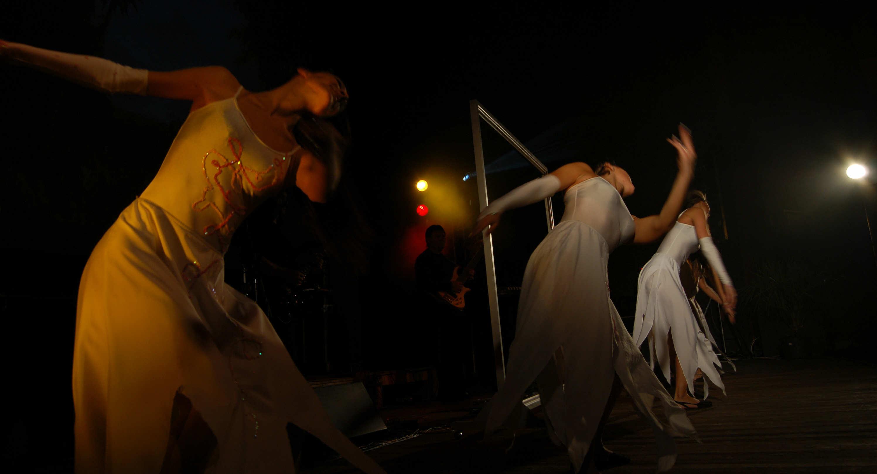 Piruett performing